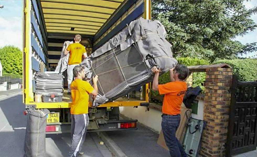 Le chargement du camion de déménagement